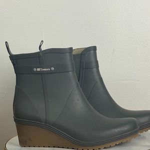 Women's Tretorn Wedge Rain Boots size 11